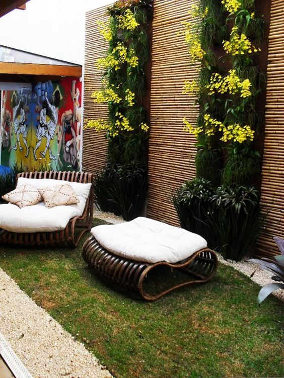 Backyard Wall Ideas: Lovely Decorative Look