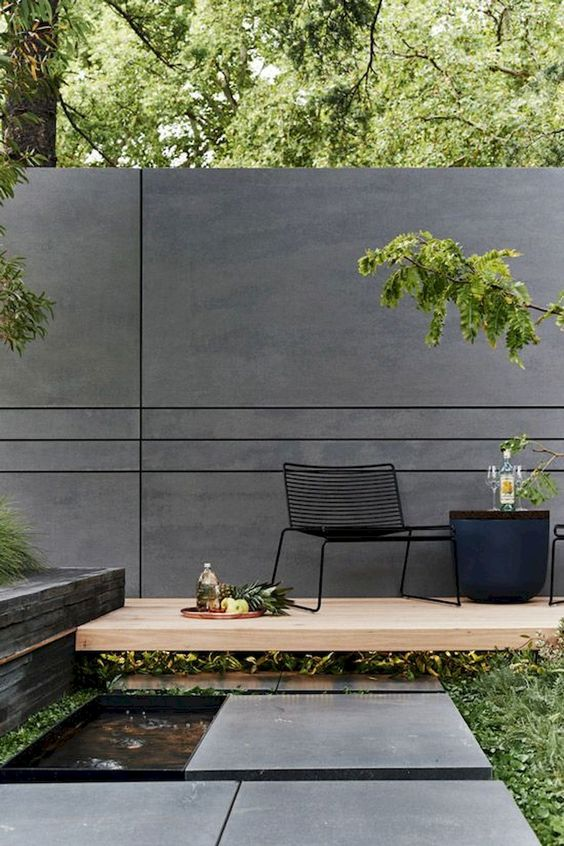 Backyard Wall Ideas: Bold Modern Concept