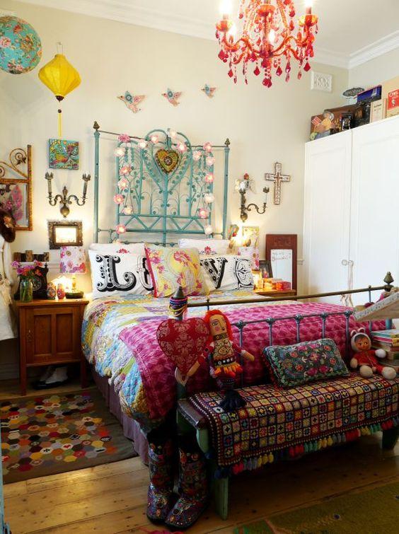 Bohemian Bedroom Ideas: Stunning Retro Vibe
