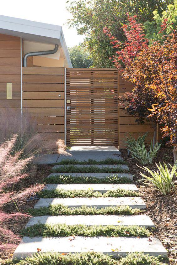 Fence Design Ideas: Stylish Wood Fence