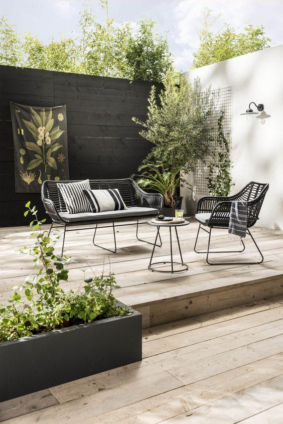 Fence Design Ideas: Stylish Monochromatic Concept