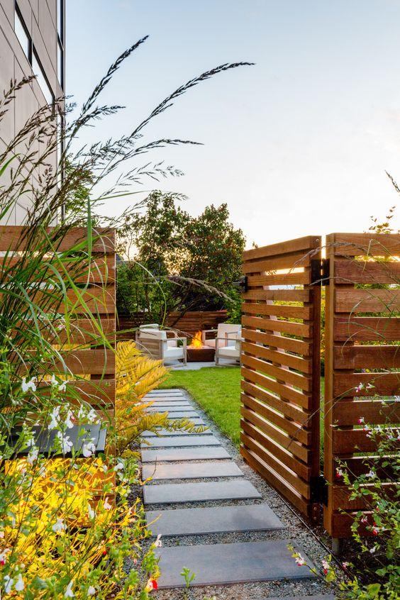 Fence Design Ideas: Catchy Rustic Farmhouse