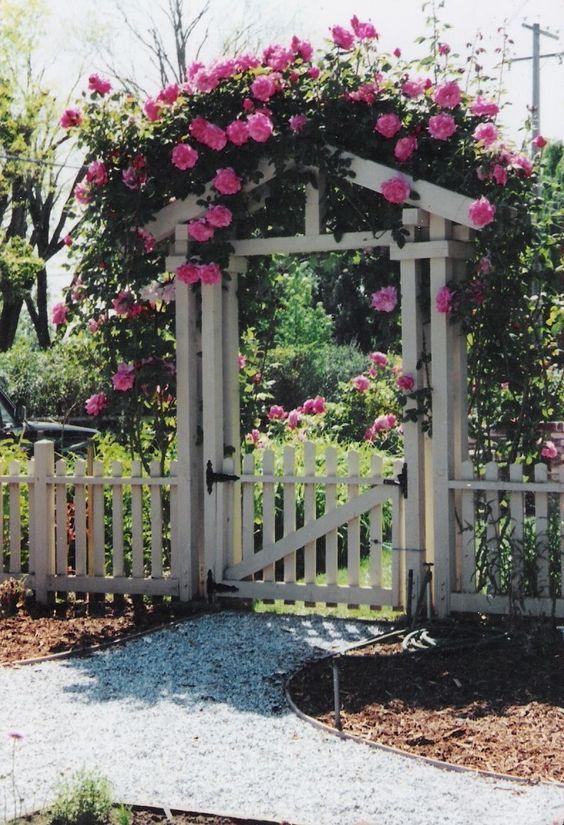 Rustic Fence Ideas: Beautiful Shabby Chic