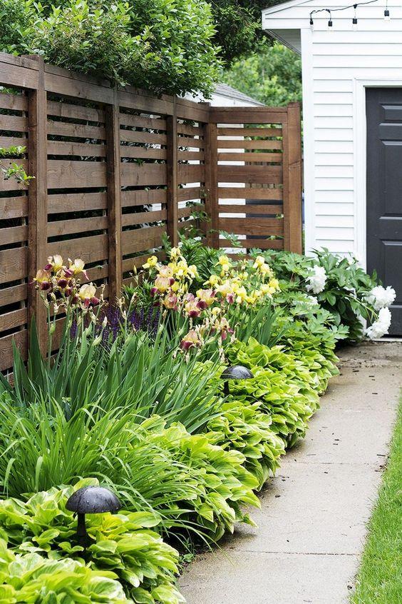 Rustic Fence Ideas: Horizontal Garden Fence