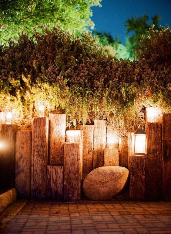 Rustic Fence Ideas: Stunning Wood Blocks