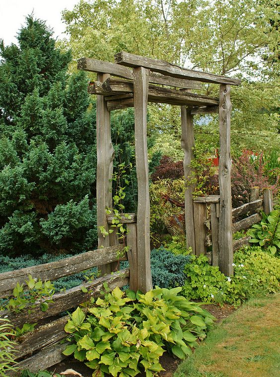 Rustic Fence Ideas: Captivating Rustic Fence