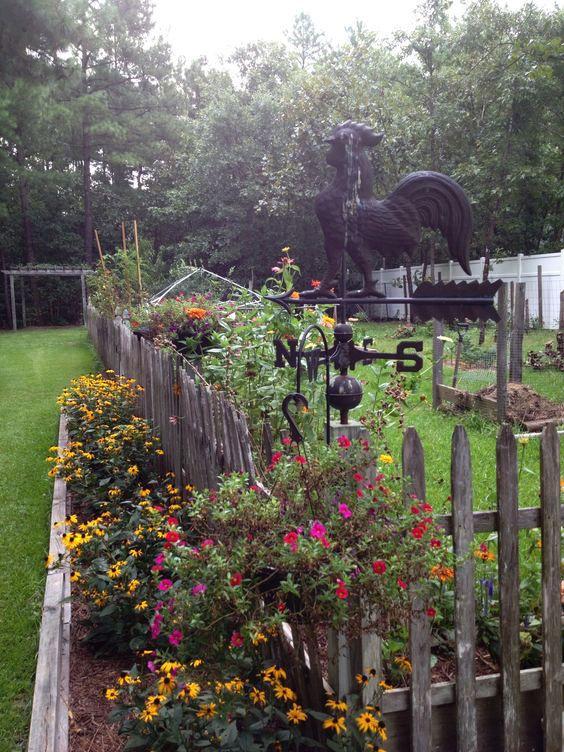 Rustic Fence Ideas: Minimalist Rustic Picket