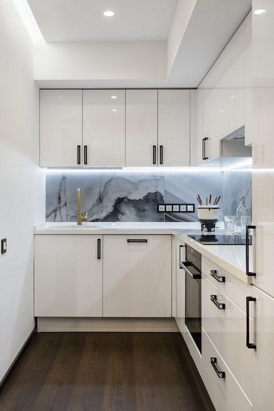 Small Kitchen Ideas: Minimalist Decorative Spot