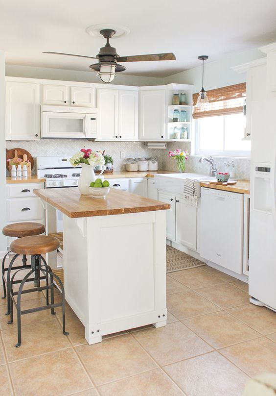 Small Kitchen Ideas: Lovely Farmhouse Nuance