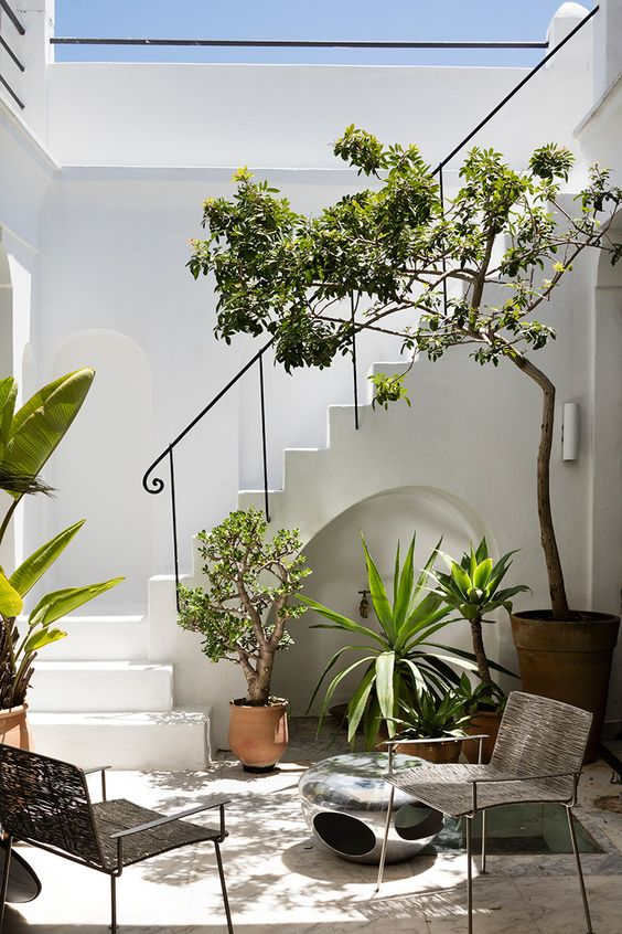 Small Patio Ideas: Minimalist Seating Area