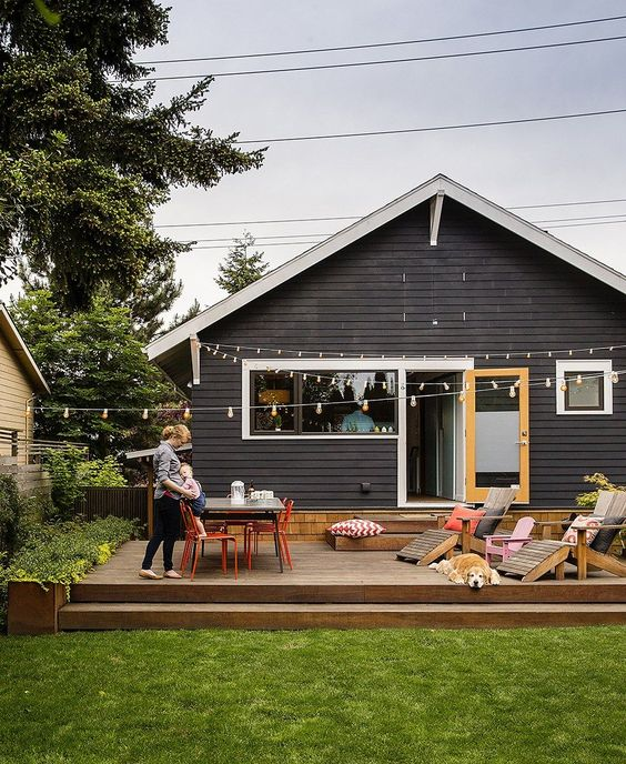 Backyard Deck Ideas: Simple Wooden Deck