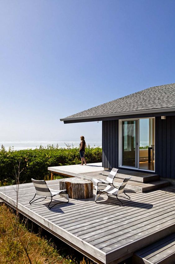 Backyard Deck Ideas: Classic Rustic Deck