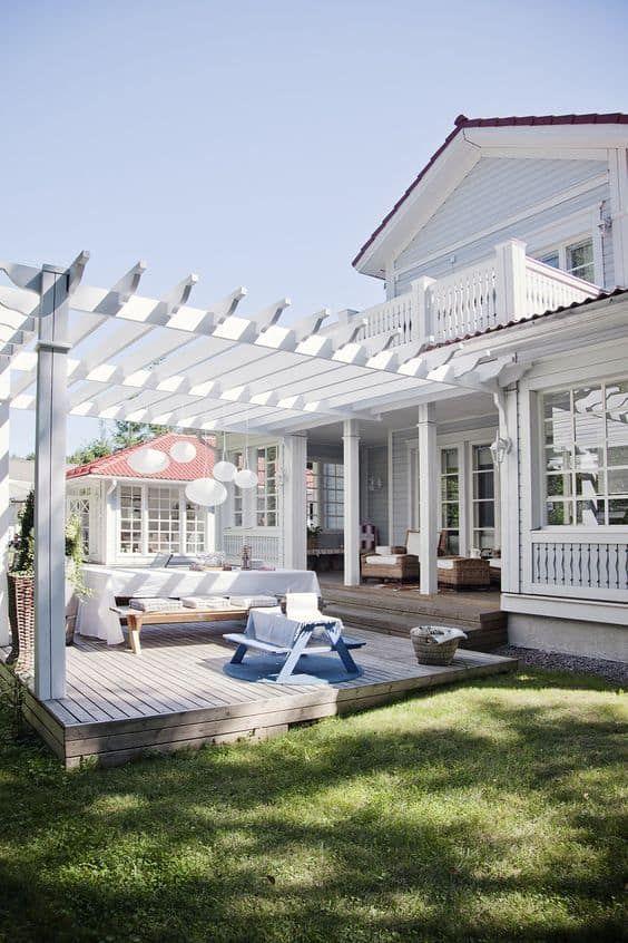Backyard Deck Ideas: Elegant Rustic Farmhouse