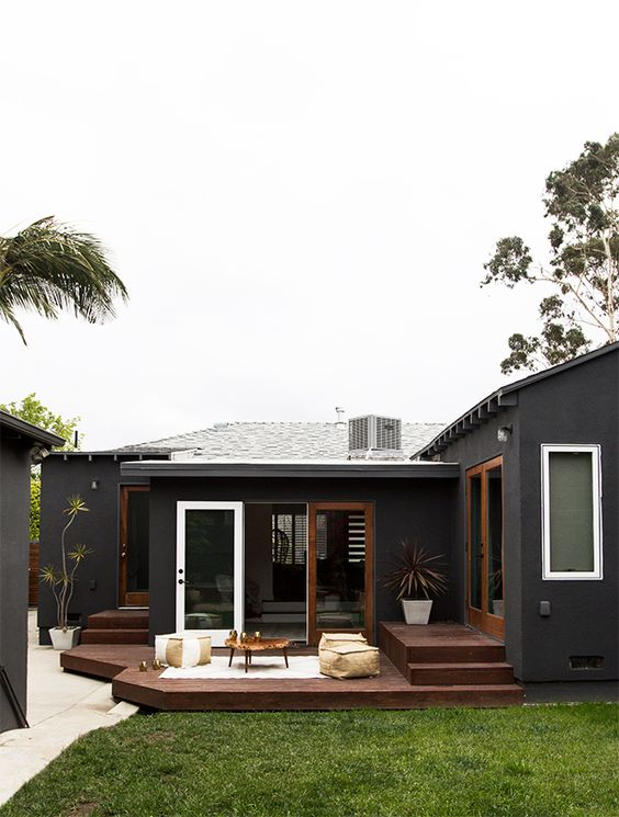 Backyard Deck Ideas: Captivating Dark Deck