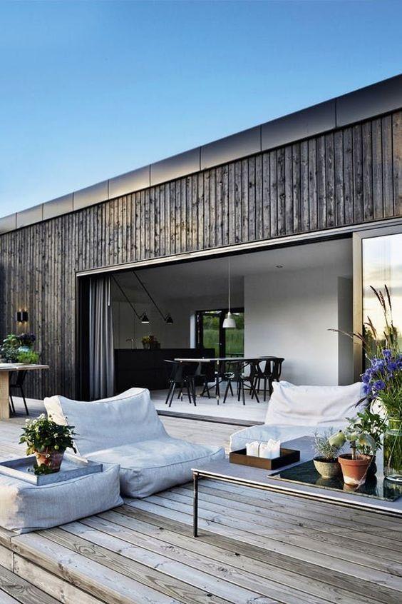 Backyard Deck Ideas: Chic Sitting Spot