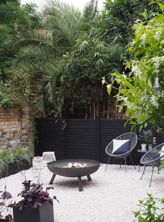 Fence Inspiration Ideas: Stylish Modern Fence