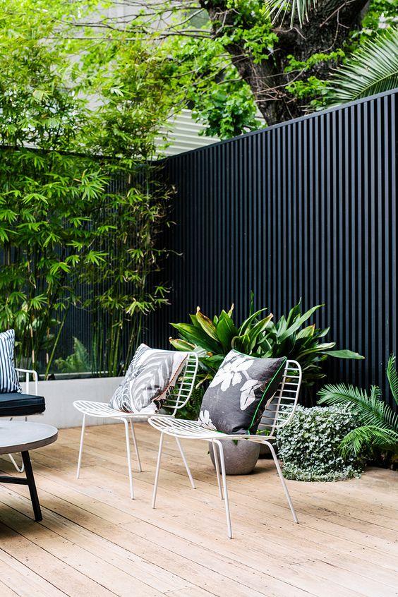 Fence Inspiration Ideas: Bold Black Fence