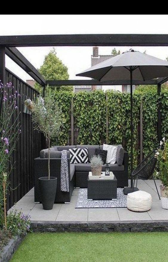 Fence Inspiration Ideas: Rustic Vertical Fence