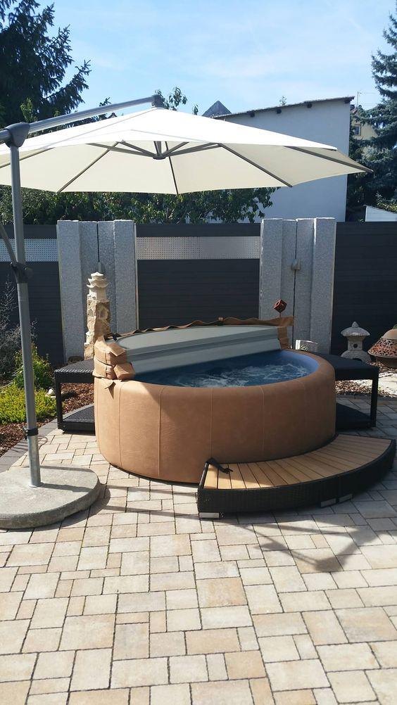 Hot Tub Decor: Simple Umbrella Decor