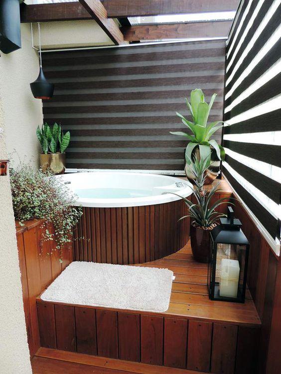 Hot Tub Decor: Minimalist Privacy Screen