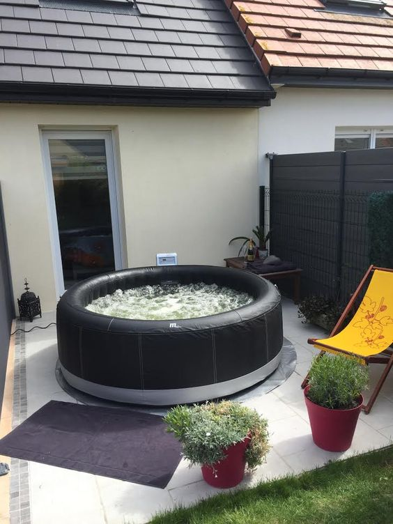 Hot Tub Decor: Minimalist Outdoor Decor