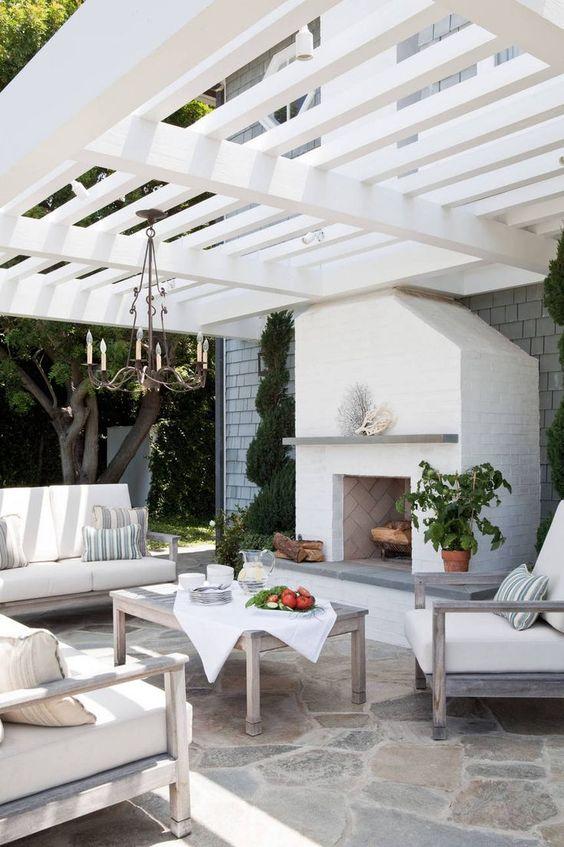 Patio Design Ideas: Striking Flagstone Patio