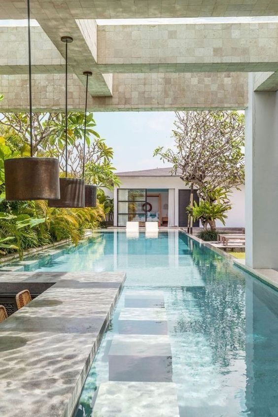 Swimming Pool Landscaping Ideas: Stunning Classic Look
