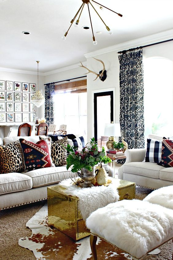 Traditional Living Room Ideas: Chic Gold Accent