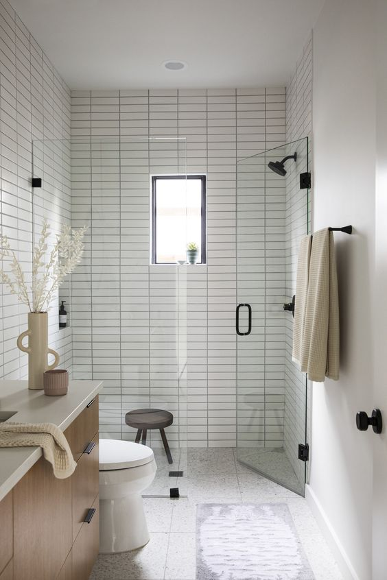 Apartment Bathroom Ideas: Minimalist All-White