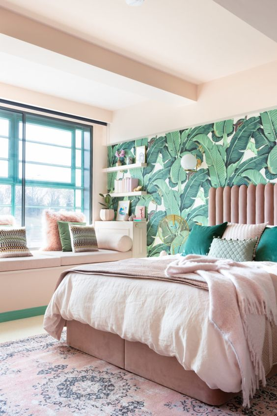 Bedroom Decor Ideas: Captivating Bright Wallpaper