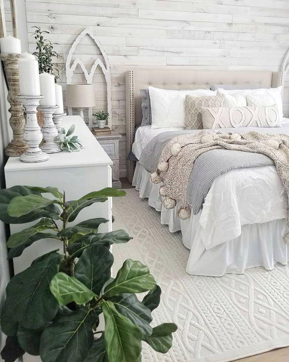 Bedroom Decor Ideas: Relaxing Farmhouse Look