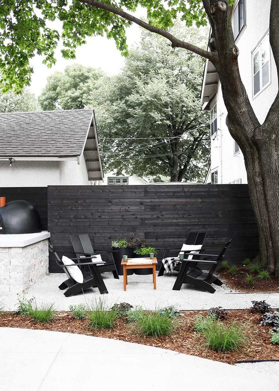 Black Fence Ideas: Monochromatic Seating Area