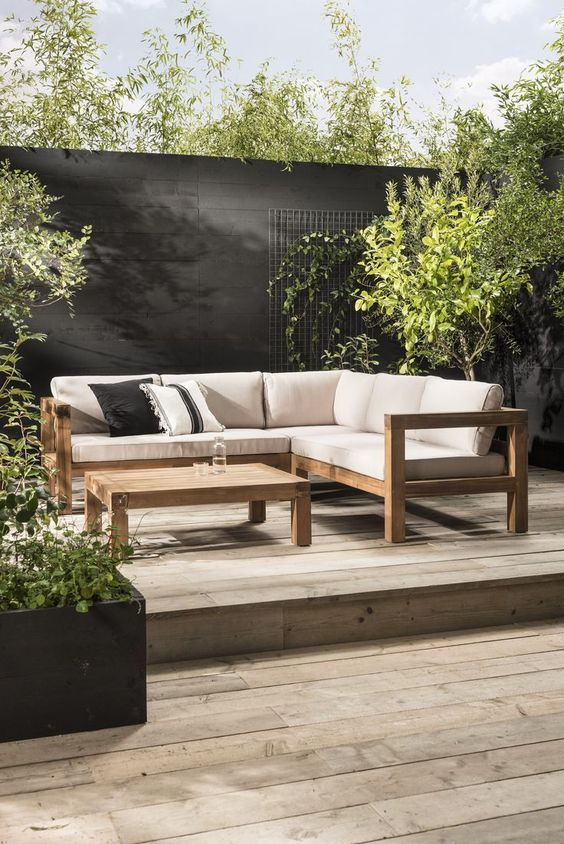Black Fence Ideas: Bold and Earthy