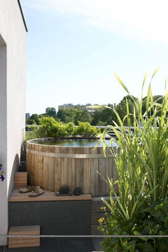 Cedar Hot Tub: Washed Cedar Wood