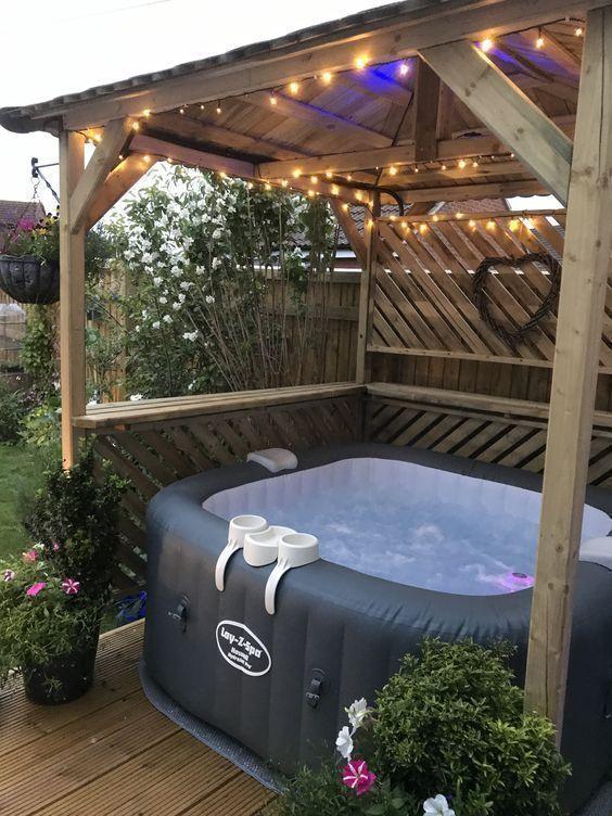 Inflatable Hot Tub: Minimalist Simple Decor