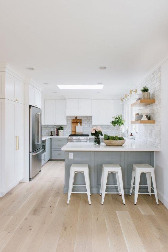 Kitchen Layout Ideas: Minimalist Bright Kitchen
