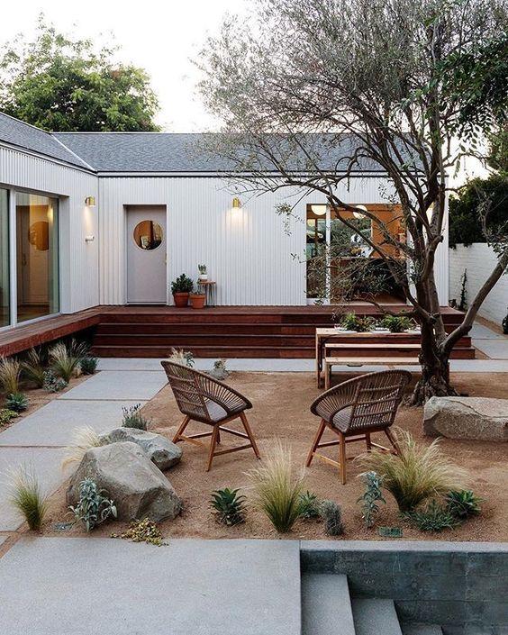 Modern Backyard Ideas: Minimalist Earthy Decor