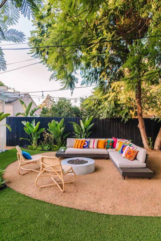 Modern Backyard Ideas: Cozy Sitting Area