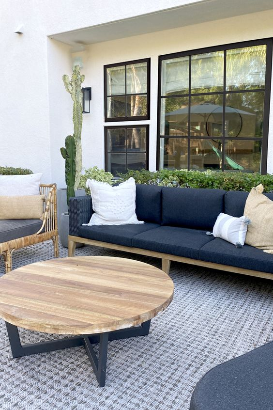 Modern Backyard Ideas: Chic Monochromatic Decor