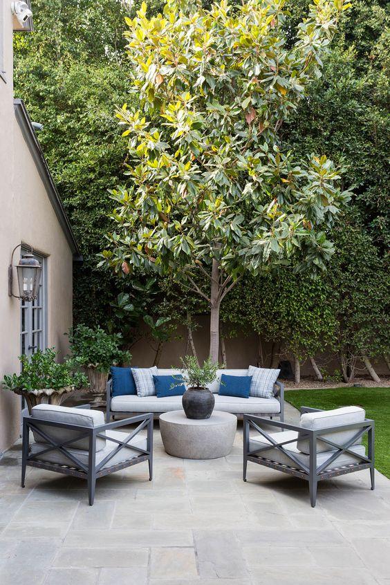 Modern Backyard Ideas: Sleek Modern Decor