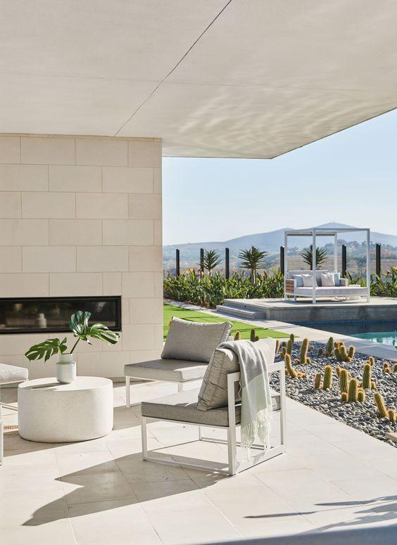 Modern Backyard Ideas: Classic All-White Look