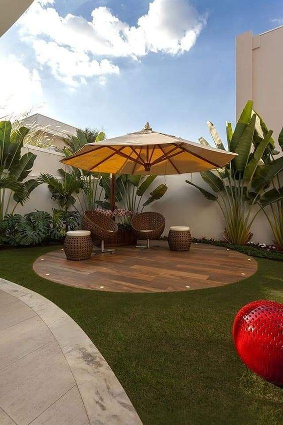 Simple Backyard Ideas: Decorative Sitting Area