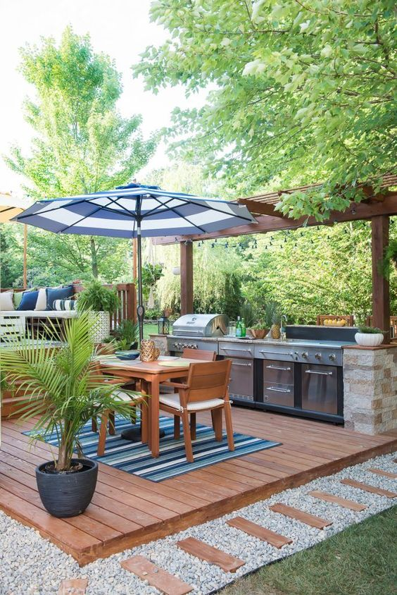 Simple Backyard Ideas: Eye-Catching Outdoor Hub
