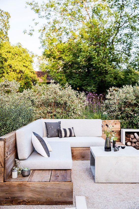 Simple Backyard Ideas: Minimalist Wooden Bench