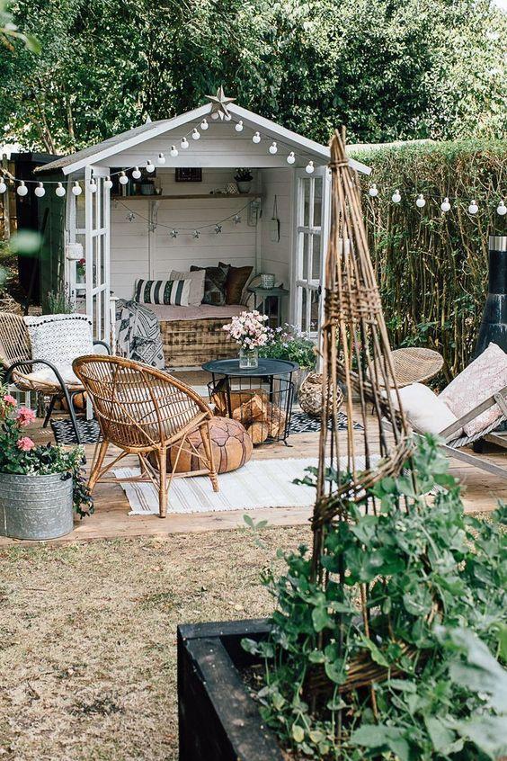 Backyard Inspiration Ideas: Decorative Backyard View