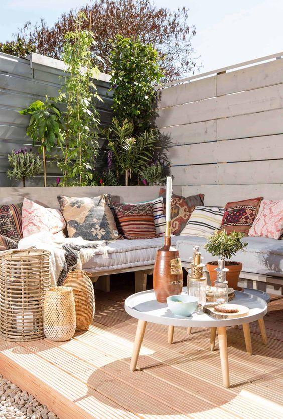 Cozy Backyard Ideas: Stylish Bohemian Corner