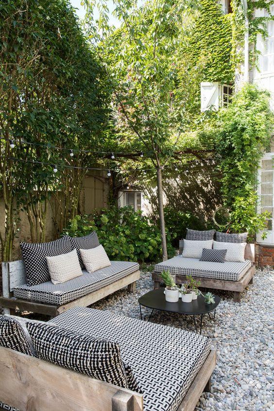 Cozy Backyard Ideas: Stylish Modern Rustic