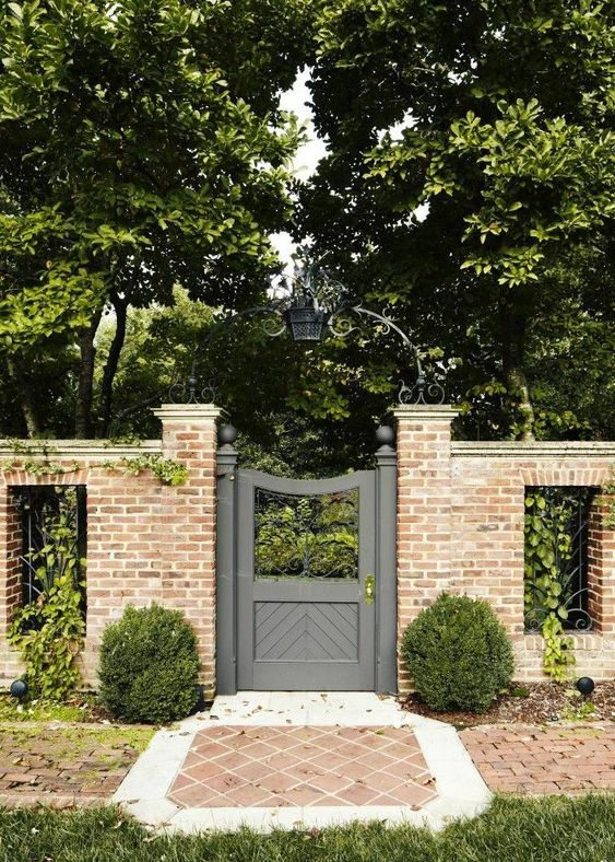 Fence Gate Ideas: Classic Rustic Look