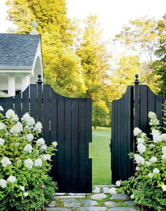 Fence Gate Ideas: Striking Dark Fence