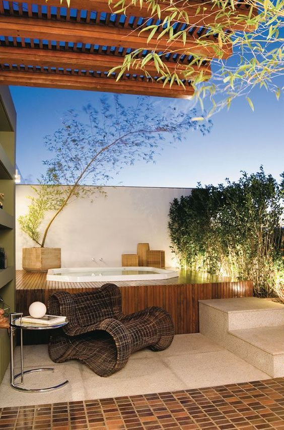 Modern Hot Tub Ideas: Stunning Rooftop Tub